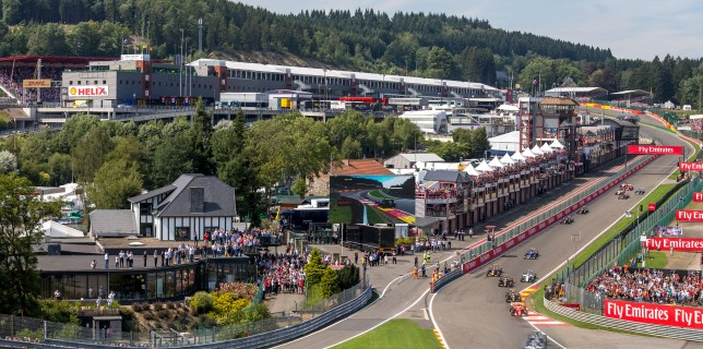 Formula One World Championship 2015, Round 11, Belgian Grand Prix, Francorchamps, Belgium, Sunday 23 August 2015 - Lewis Hamilton (GBR) Mercedes AMG F1 W06 leads at the start of the race.